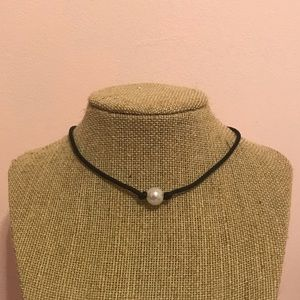 Single faux pearl black cord choker
